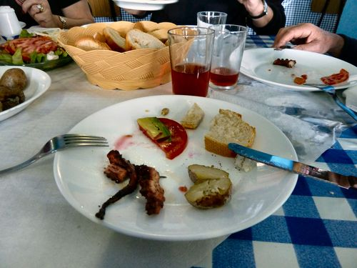 13 janvier 2011 (21) du poulpe à 10 h du mat, patates à la braise Tenerife